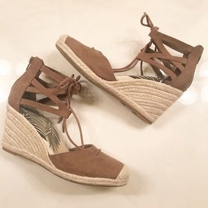 DV Dolce Vita Brown & Tan Lace up Wedges - Size 7